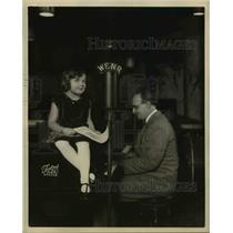 1932 Press Photo Dorothy J Munz age 4 announcer on WERNR & Dr G Ronfort