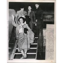 1949 Press Photo Ruth Nichols Followed By Survivors, Mr. and Mrs. Richard Deer.