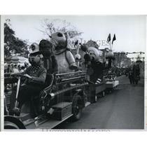 1961 Press Photo Christmas toy parade in Disneyland