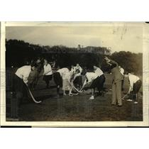 1919 Press Photo War workers have field hockey game Bauske directs players