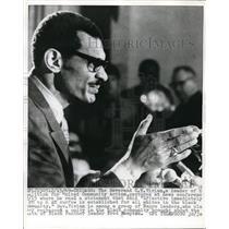 1969 Press Photo Rev. Vivian on news conference