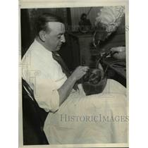 1932 Press Photo Saul Cohen in his wig making factory
