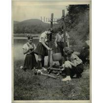 1932 Press Photo Camp Fire girls in NYJane Scott, Martha Costelak