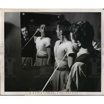 1948 Press Photo Joe Hanson being measured by Lester Goldberg