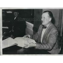 1938 Press Photo Fred Armbrust, Deputy County Treasurer, sitting in his office