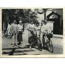 1933 Press Photo Bicycling in Bermuda.