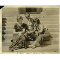1923 Press Photo Prince AK Mozundas, Kathryn McGuire & Doris McClure