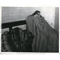 1941 Press Photo People Use Street Railway Tunnels As Air Raid Shelters