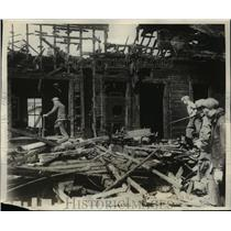 1928 Press Photo Firemen at the Burn home of Elizabeth Whitaker in Chicago, Ill