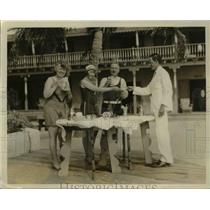 1932 Press Photo Hotel Pancoast Guests Drinking Tea on Boardwalk, Miami Beach