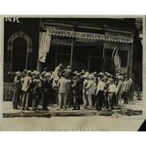 1927 Press Photo Crowds Outside Chamberlain Jewelry Store, Denison Iowa
