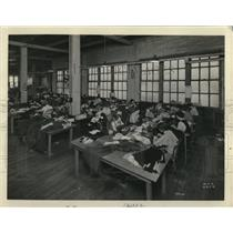 1930 Press Photo Women Workers at Coat Shop Clothing Factory, Milwaukee