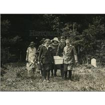 1922 Press Photo Burial Ceremony at Aspin Hill Dog Cemetery, Washington D.C.