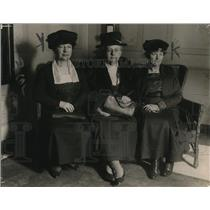 1919 Press Photo Mrs. Ida Good, Mrs. Joseph Bowen, Mrs. Wm Hart, HCL Meeting
