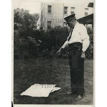 1928 Press Photo Lt Frank H Weideling at spot body was found