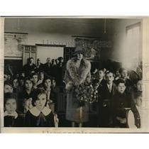 1927 Press Photo Spanish Queen Victoria opens new school in Madrid