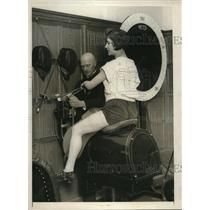 1925 Press Photo The mechanical horse for milady, installed in a Lady gymnasium