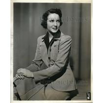 1941 Press Photo Carolyn Rose Emerson in Hymns of All Churches, shown of CBS