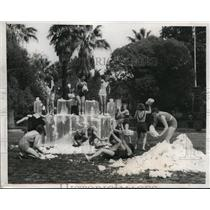 1933 Press Photo Girl Scouts Throw Snowballs in Pasadena California Fountain