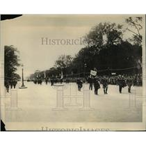 1927 Press Photo Canadian delegation in the line of march of the parade which