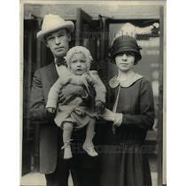 1923 Press Photo Japanese earthquake survivors, Mr & Mrs Wayne Pierson & son