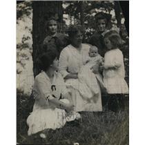 1919 Press Photo Louise Homer, Contralto Opera Singer & Children, Lake George