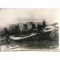 1930 Press Photo the search for dead and injured among wreckage of buildings