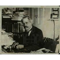 1927 Press Photo Ramsey MacDonald at his home