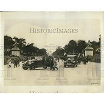 1927 Press Photo American Legion part of parade through Paris. Arc de Triomphe