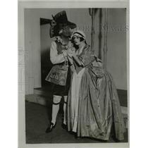 1923 Press Photo Mr. Pitt Graham and Ms. Edreenne Brunei in a Polly Scence