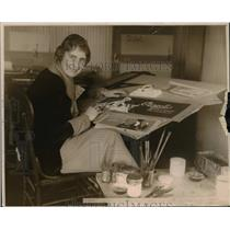 1922 Press Photo Jeannette Maxfield, billboard designer