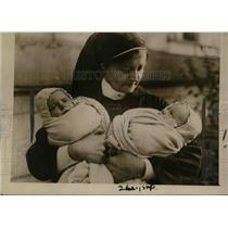 1922 Press Photo Marchioness's of Anglesey's twins.