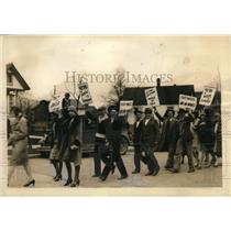1929 Press Photo Rioters Walked Out Of The Grantzhoff Plant In Protest
