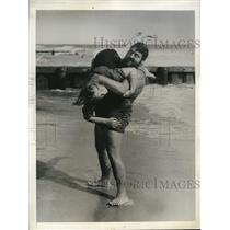 1936 Press Photo Man Mountain Dean vacations in Miami Beach Fla with wife