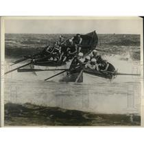 1926 Press Photo Crew of the Surf Life Saving Association during race in Sydney
