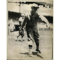 1928 Vintage Press Photo Art Reinhart St. Louis Cardinals Tossing Ball