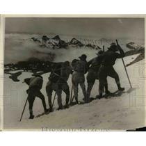 1930 Press Photo Mt Rainier & expedition on Paradise Glacier