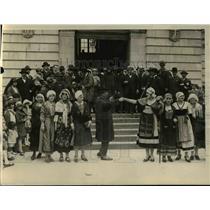 1926 Press Photo Dancing Citizens of Auvergne France Celebrate Rambouillet