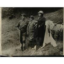 1924 Press Photo Mr & Mrs Ernest L King & their 10 yr old son, Ernest Jr