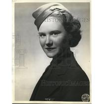 1938 Press Photo Mary Belle Burgess, a stewardess en route to Cleveland-Newark