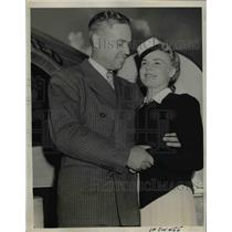 1939 Press Photo SF Calif Nell Timonen United Airlines hostess & Burt Marshall
