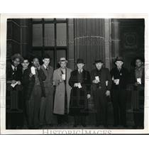 1941 Press Photo Ford workers holding pay checks after UAW strike