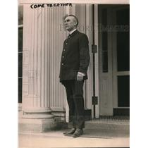 1920 Press Photo Frank B. Kelly, doorkeeper at Executive Offices in the White