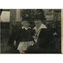 1920 Press Photo Mrs. Clayton Platt Jr., and her, Mona Marker, daughter from