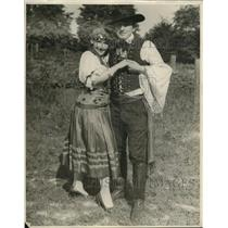 1927 Press Photo Helen Knapp & Joseph Demetrky Hungarian Gypsy costume