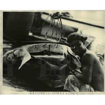 1929 Press Photo Jose Gomez and head of Giant Bay on Fernanda Noronha Island