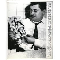 1960 Press Photo John Lisi Looks At A Picture Of Him & His Sons
