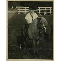 1922 Press Photo Billy Moore on blue ribbon pony Senator Jackson in NJ