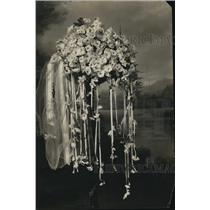 1919 Press Photo Max Schilling white violets for bridal bouquets