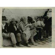 1930 Press Photo Italian Earthquake Refugees in Malfi